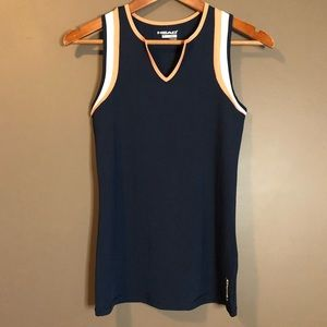 Head v neck work out tank.